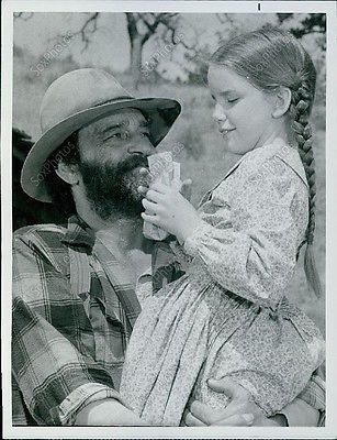 LG89 1974 Victor French & Melissa Gilbert Little House On The Prairie Photo