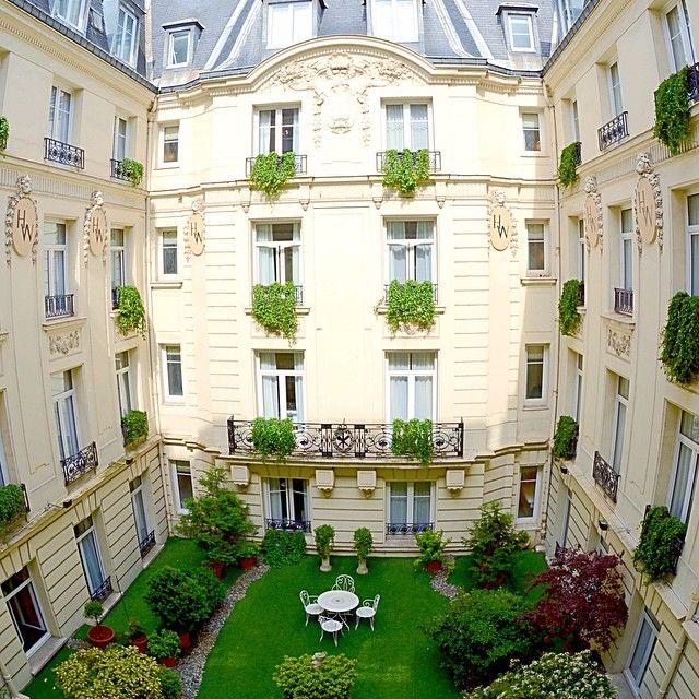 Courtyard at Hotel Westminster! So pretty. #hotelwestminster #Westminster #Paris #parisianstlyle #luxurytravel #ruedelapaix #Parisian www.thevonhaefen.com @hotel_westminster
