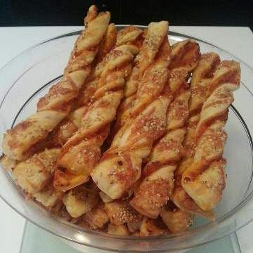 Melli's Pizzastangen Salami-Schinken mit Käse-Sesam-Kruste                                                                                                                                                                                 Mehr