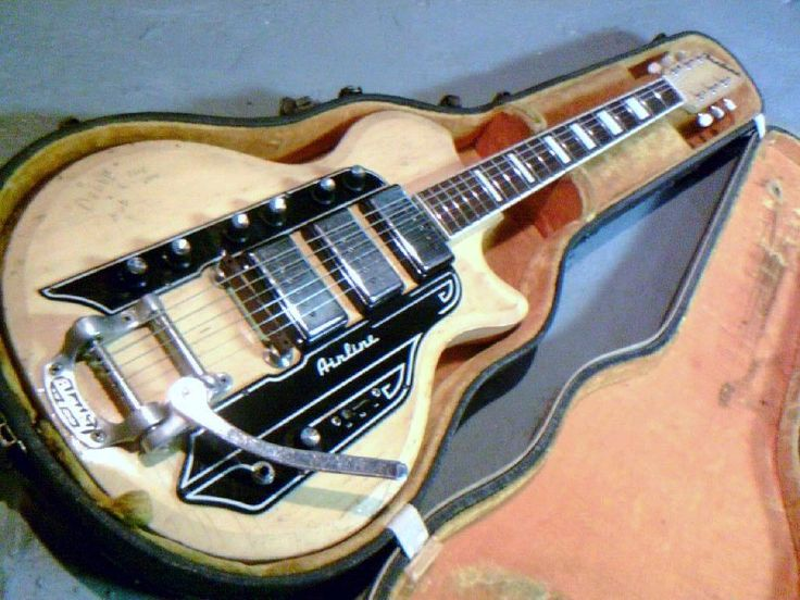 Airline Guitar - Love the natural finish.