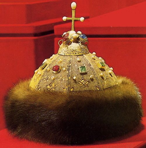 Cap of Monomakh 1498 The Cap of Monomakh, the most ancient crown of the Russian tsars, is one of the best-known exhibits of the Armory Chamber. This marvelous work of art is connected with important stages in the history of the Russian state.