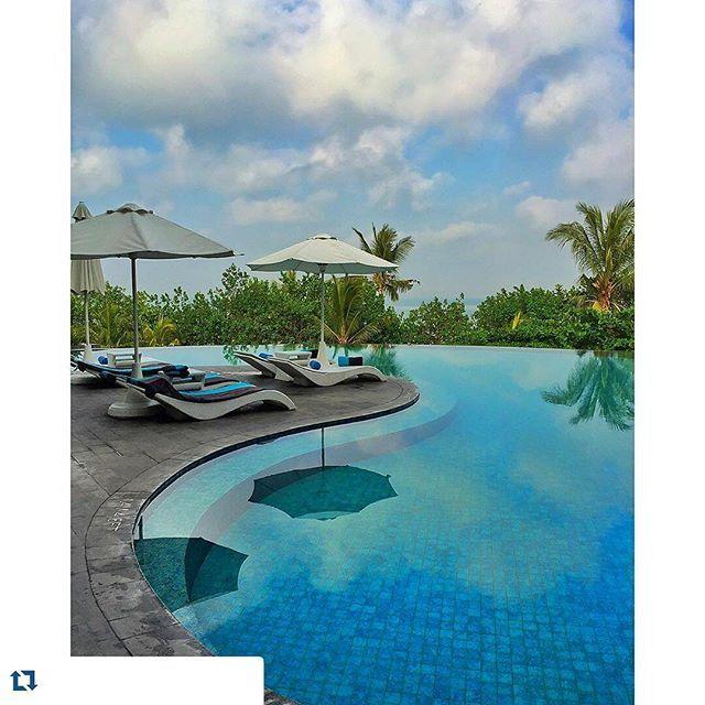 #sunbed #outdoorfurniture by @diduindonesia photo by @golden_heart @sheratonbali  #destinationbali #luxuryhotel #furnituredesign
