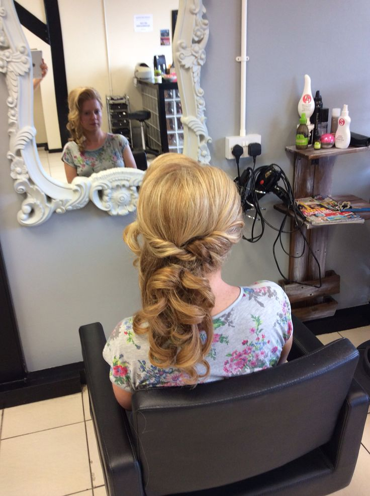 A gorgeous curl with a twist, perfect half updo for a wedding
