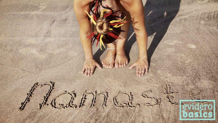 Der Sonnengruß sorgt im Yoga-Unterricht für Energie, um frisch in den Morgen zu starten. Die Abfolge der Haltungen (Asanas) ist für Anfänger geeignet.