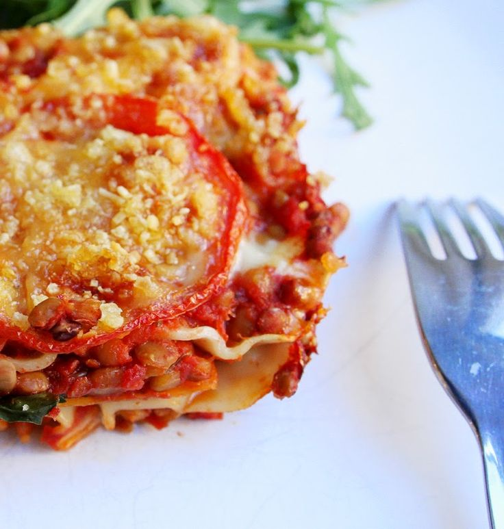 Lasagne med spinat, linser og gulrot. Veldig god og enkel å lage. For sunnere kunne jeg droppet noe av osten, for eksempel bare hatt den på toppen. I tillegg vil jeg prøve ut med forskjellige kryddere også, feks basillikum og oregano! Hadde den største formen i ovnen i 30 min