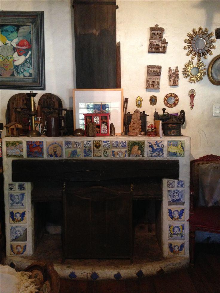 Modesta Reboredo,( interior)  Chimenea con borde de azulejos ( de Marta Day). San Francisco del Monte,  Mendoza, Argentina