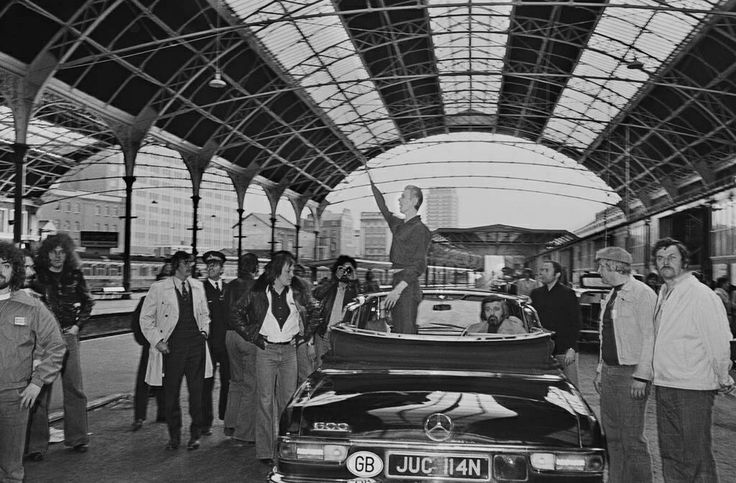 The infamous arrival at Victoria Station. The wave or the salute