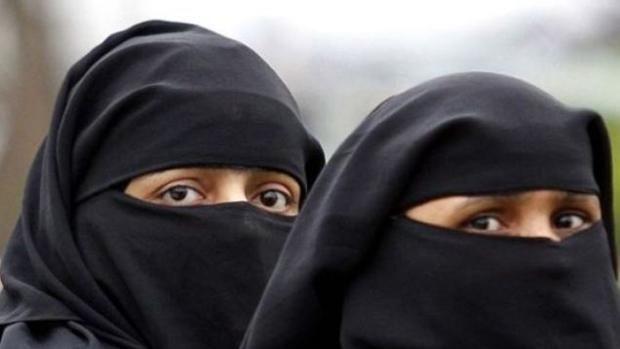 Eslovaquia aprueba una ley para evitar la propagación del islam. El Parlamento eslovaco ha aprobado este miércoles una ley para evitar que el Islam obtenga un estatus de religión oficial en un futuro próximo, en la última señal del creciente sentimiento antimusulmán en toda la Unión Europea.  http://www.abc.es/internacional/abci-eslovaquia-aprueba-para-evitar-propagacion-islam-201612011254_noticia.html