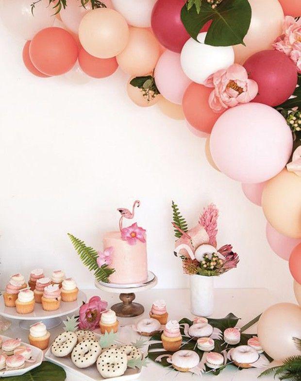 Decoração de Flamingos para sua festa. Essa decoração possui um toque retrô e combina com o verão. Ótimo para decorar uma festa na piscina