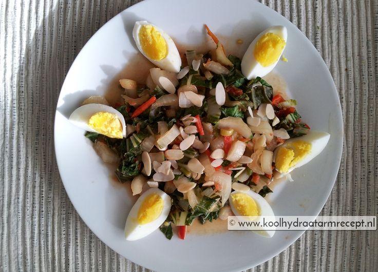 Je kan paksoi rauw eten maar het is ook bijzonder geschikt om te roerbakken en te verwerken in Oosters getinte gerechten, zoals deze paksoi met ei.