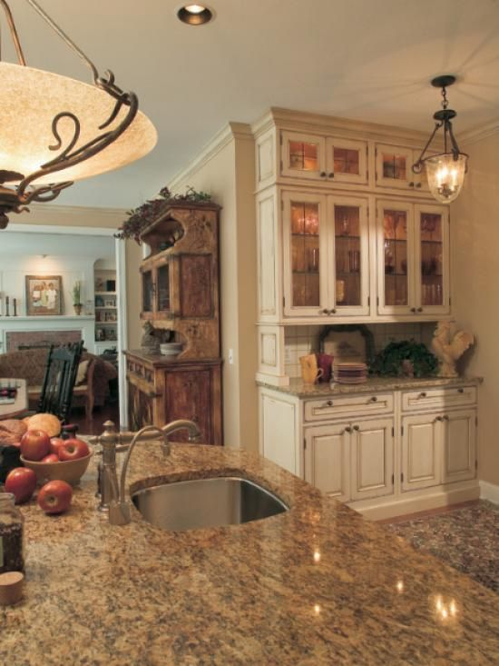 Дизайн кухни в классическом стиле.— iHouzz.ru