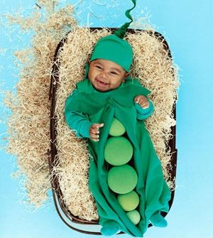 Click through for 12 adorable do-it-yourself baby costumes.  This is from parenting.com.  Each costume, which includes a butterfly, a strawberry and a pickle, is accompanied by complete instructions.  I made something like the butterfly one for my daughter's first halloween, and it was really easy! #hallowen