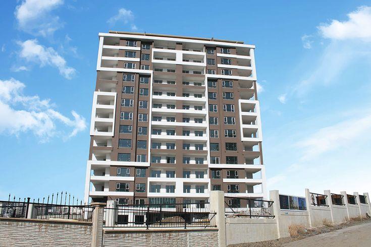EBS Sarıtaş İnşaat'ın Batıkent'te inşa ettiği 1 Blok 56 daireden oluşan Safir Sarıtaş Konutları'nda kapı pencere üretim ve montajı devam ediyor.