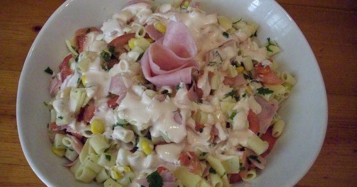 Υποτίθεται ότι θα φτιάξουμε σαλάτα, αλλά είναι ένα πιάτο που τρώγεται άνετα ως κύριο και χορταίνεις!! Συνοδεύει ψητά κρέατα, barbeque, αλλά...