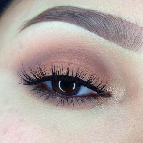 39 Easy Eyeshadow Looks - Fall Colors in Soft and Simple Eye Look - Natural And Simple Step By Step Tutorials on How to Apply to the Brows and Lashes - Makeup Tricks, Make up for Eyebrows, and Beauty looks Similar to Linda Hallberg - https://www.thegoddess.com/eyeshadow-tutorials-for-beginners/ #makeuptricks #makeupforbeginners