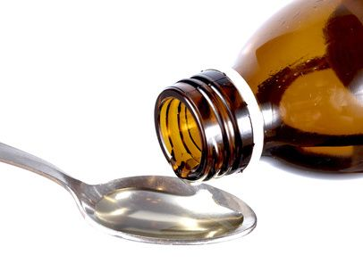 Sirop maison contre la toux - 250ml d'eau minérale - 2 branches de Thym frais - 2 branches de Romarin frais ou de Sauge fraîche (ou une branche de chaque) - Le jus d'un Citron - 5 c. à soupe de Miel - 1 c. à café...