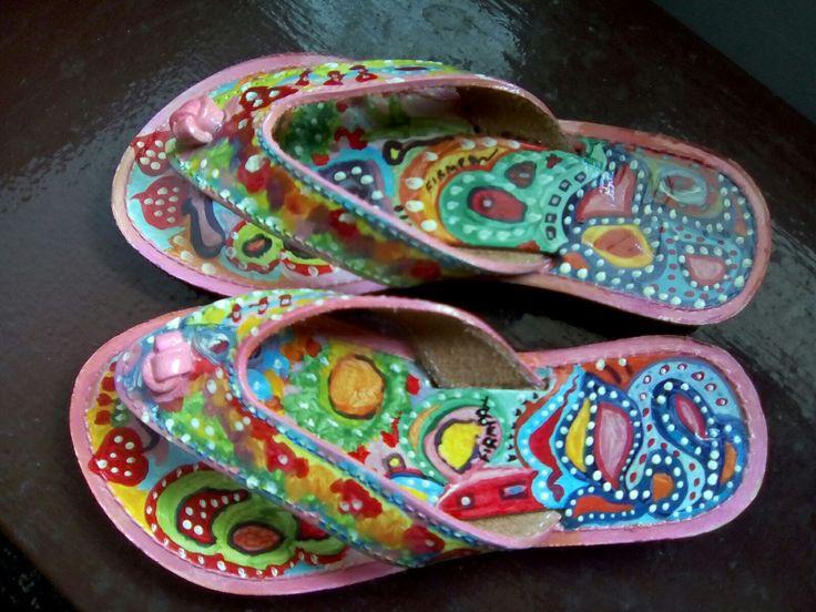 Παιδικό δερμάτινο σανδάλι,με οικολογικά κ ανεξίτηλα χρώματα.Το κάθε σανδάλι είναι μοναδικό κ δεν επαναλαμβάνετε!!!