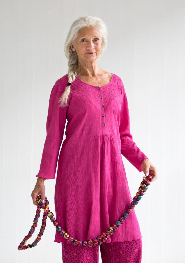 """Yksivärinen mekko puuvillakreppiä – """"Tussilago"""" – GUDRUN SJÖDÉN - vaatteita verkossa ja postimyynnissä"""