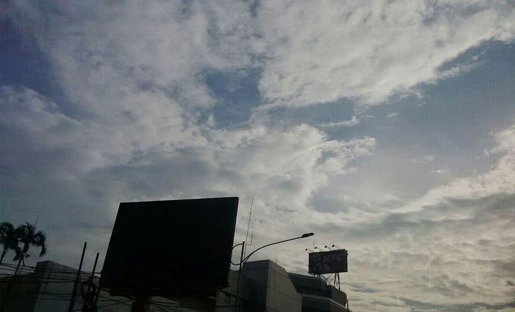 Selamat pagi dari balik kaca.. #langitdiatasPancoran #kamis13okt2016