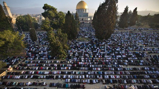Palestinian Muslims perform the morning Eid Al-Fitr prayer in front of the Dome of Rock at al-Aqsa mosque compound, July 2014