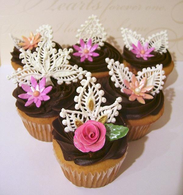 Piped royal icing cupcakes