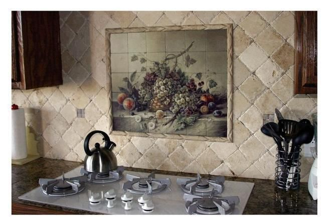 Панно на стене кухни в тосканском стиле с изображением натюрморта