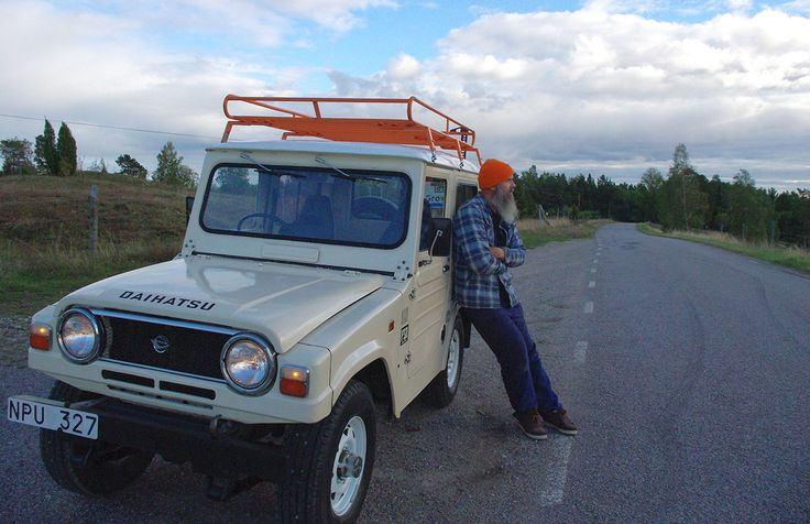 About me and my Daihatsu F50 Taft here in Sweden: My latest find - a vintage roof rack