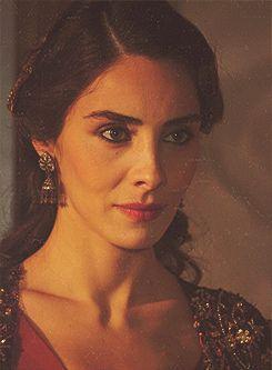 I may dislike Mahidevran big time, but Nur is so beautiful!