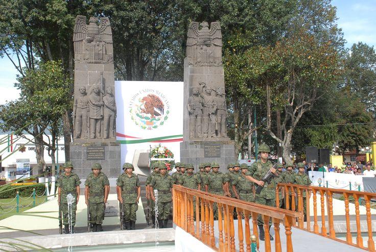 Militares al momento de su llegada a la ceremonia cívica por el 164 aniversario de la Batalla de los Niños Héroes de Chapultepec