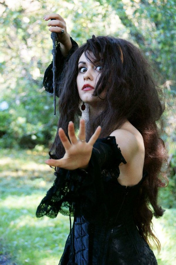 This Bellatrix Lestrange Cosplay Is Crazy Good | Harry potter cosplay for woman, cosplay idea, magician, witch, villain #harryPotter #bellatrix #bellatrixLastrange