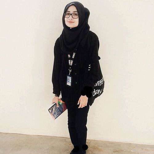 Image via We Heart It #black #girls #grunge #hijab #hipster #outfit #pretty #shawl #style #tag #stylo #ootd #hijabis #jubah