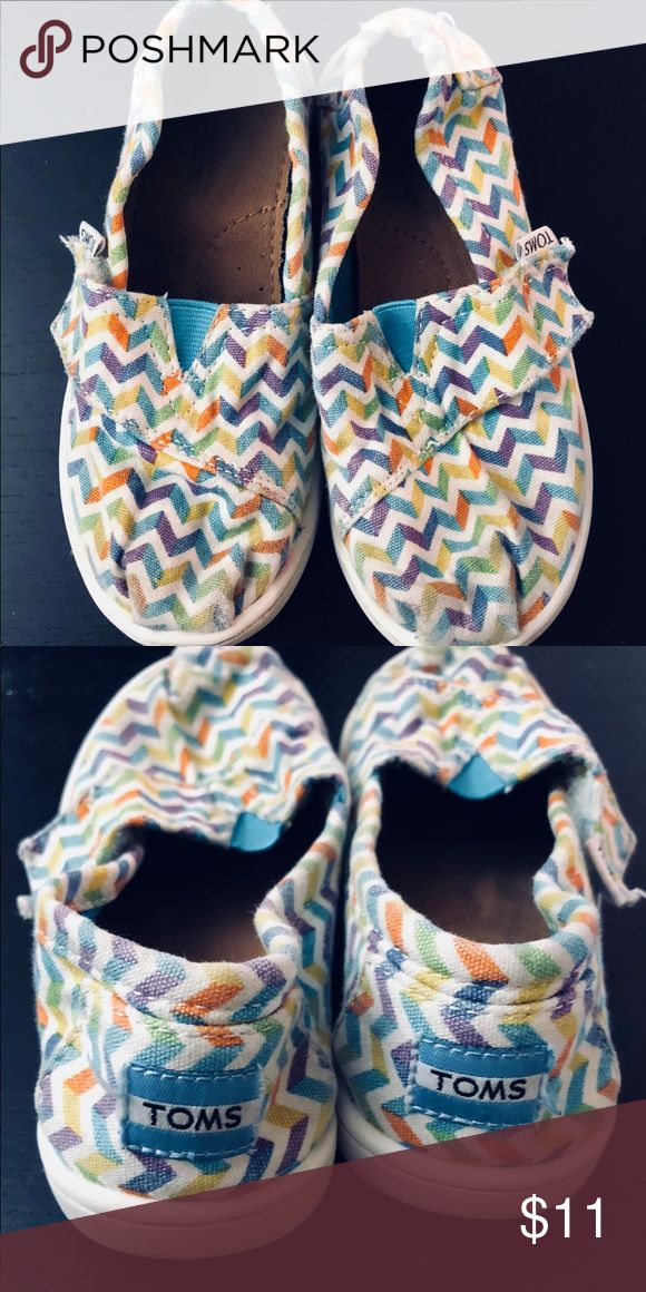 Girls chevron TOMS toddler size 10 Girls chevron TOMS toddler size 10 Toms Shoes Sneakers