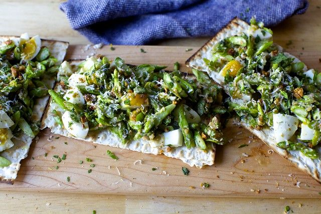 Asparagus And Egg Salad With Walnuts And Mint Recipe Egg Salad Walnut Salad Vegetarian Dishes