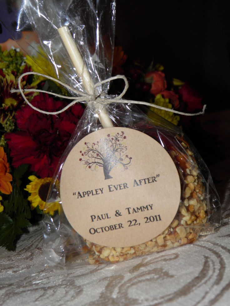 """Appley Ever After"" caramel apple wedding favors for a fall wedding. Avery brown round labels + hemp cord and free printables. Ta-da!"