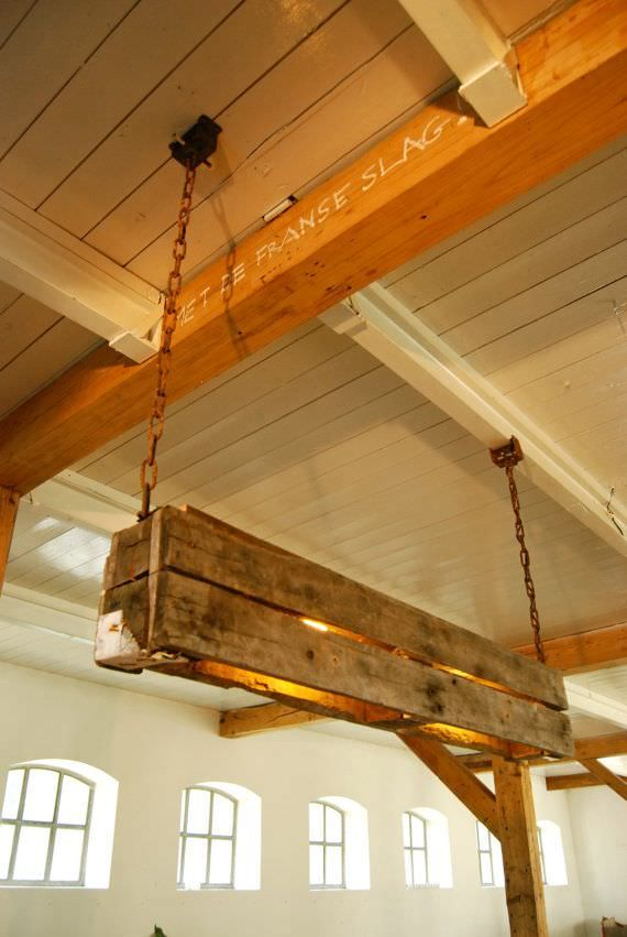 We love the industrial style of this pendant lamp made from repurposed pallets. #Industrial, #Light, #PendantLamp, #RecycledPallet, #UpcycledPallet