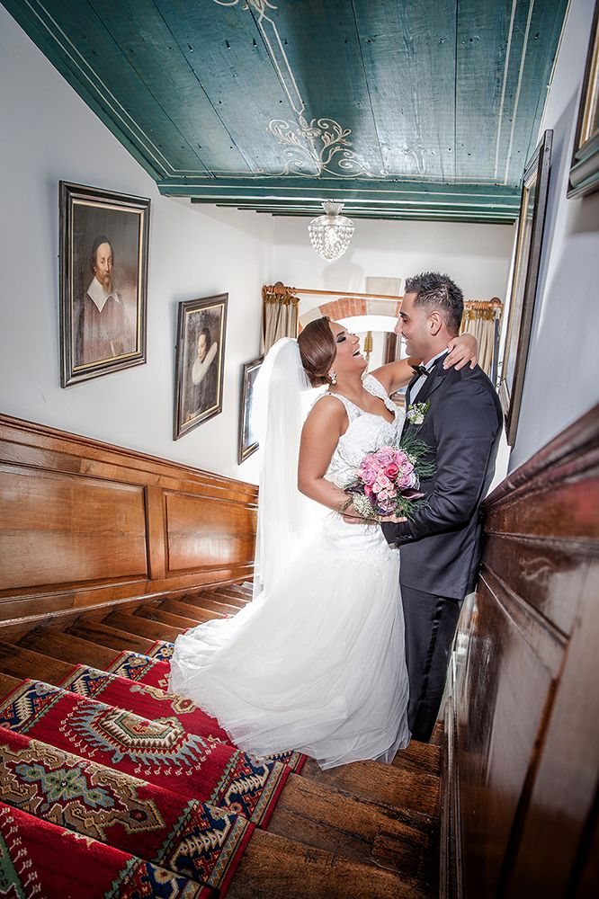 Pixel5 levert professionele foto's van zeer hoge kwaliteit die de mooiste momenten van jullie bruiloft weergeven.  #trouwen #bruidsreportage #bruid #bruidegom #kasteel #fotografie #trouwjurk #gelukkig #samen #dromenkomenuit #pixel5 #visagie #hairstyling #makeup #love