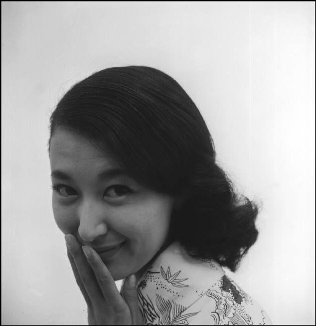 Dennis Stock (1928-2010) Kishi Keiko 岸惠子 series - Japan - 1956 Source : Magnum photos
