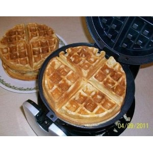 Our review of the Oster CKSTWFBF21 1-1/2-Inch Thick Belgian Flip Waffle Maker indicates that this is a great product with a high score rating.  First off this is a compact little unit that packs power, as it heats up real fast and cooks waffles perfectly everytime.