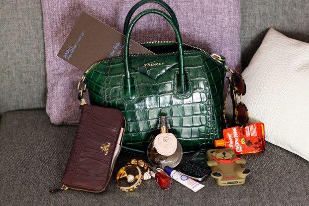 成功の秘訣が満載!海外ファッショニスタのバッグの中身大公開♡ - Locari(ロカリ)