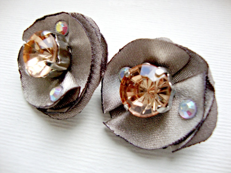 KISS bride and bridesmaid flower clip earrings in satin colour turtledove, amber crystal stone and strass | www.lovalu.etsy.com