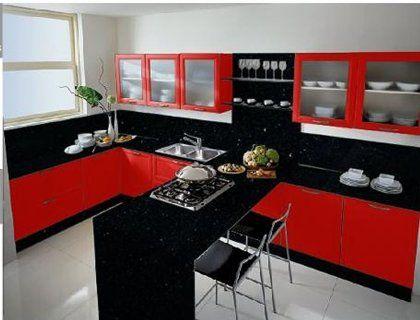 cocina roja y negra con barra de desayuno