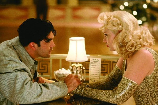 Still of Antonio Banderas and Cathy Moriarty in The Mambo Kings