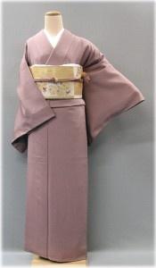 Iromuji:  kimono in tinta unita (mai in nero nè bianco avorio, che sono colori destinati rispettivamente a matrimoni e  funerali)    E' usato per le tradizionali cerimonie del the