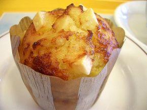 Brioșe cu brânză delicioase, ce pot fi servite ca atare la micul dejun sau în loc de pâine la masa de prânz sau cină.