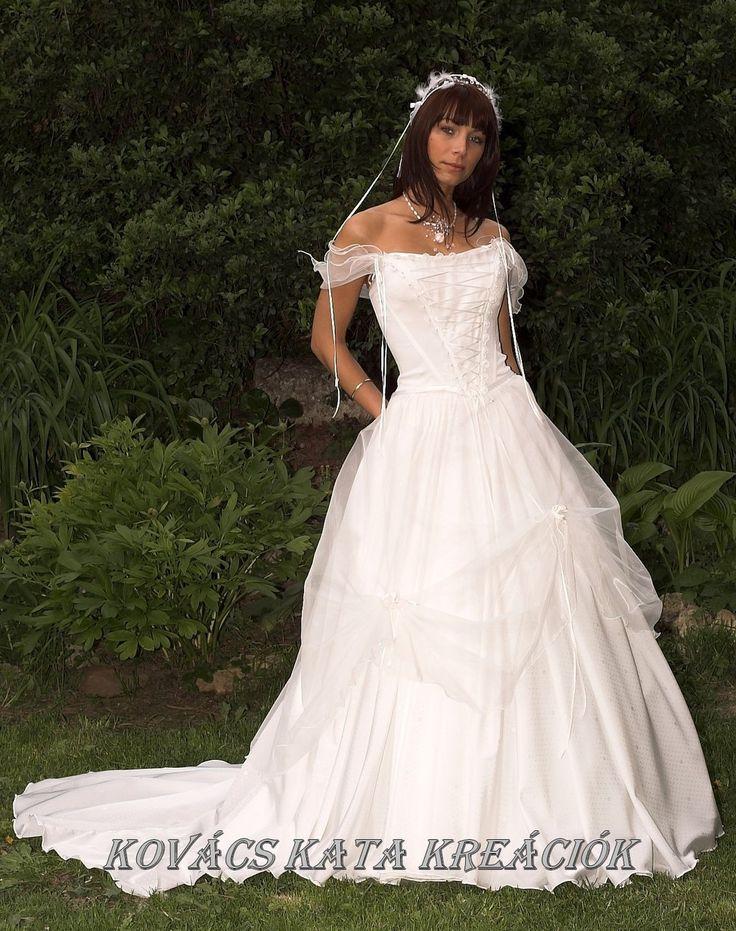 72 best renaissance wedding dresses images on pinterest for Fairy inspired wedding dresses
