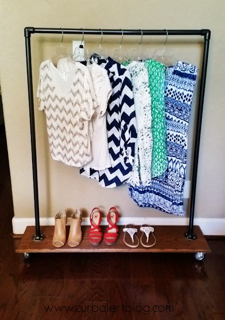 Curb Alert! Your favorite DIY Blog!: DIY Industrial Clothing Valet