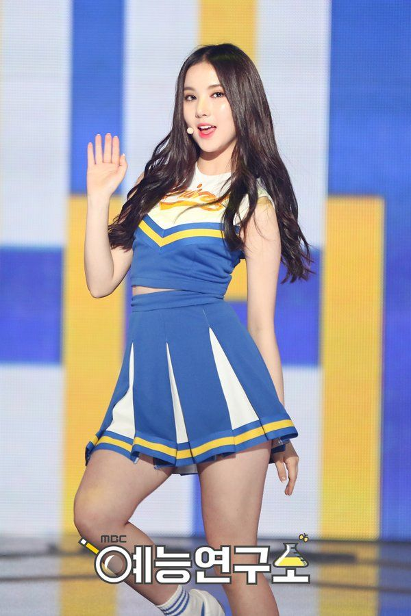Eunha slaying that cheerleader outfit!!!