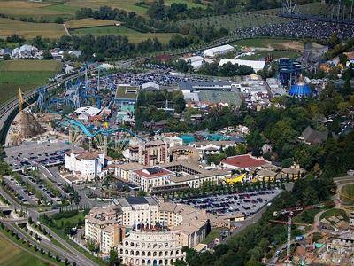 In het 'Steinwasen avonturenpark' in Oberried vlakbij Freiburg kun je het inheemse wildlife bekijken in zijn natuurlijke omgeving. Probeer er ook de rodelbaan of de 218 meter lange touwbrug.  Een andere aanrader is het Ravensburger Spieleland. Inderdaad, een park gebaseerd op de bekende spelletjes van Ravensburger.  Geen grote attracties, maar wel zo leuk van kinderen tot een jaar of 12. Goochelen, graafmachines, goudzoeken, en natuurlijk (grote) puzzels maken. Er is enorm veel te doen.