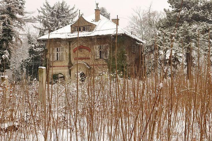 Photo by Valentina Popovic - abandoned old house