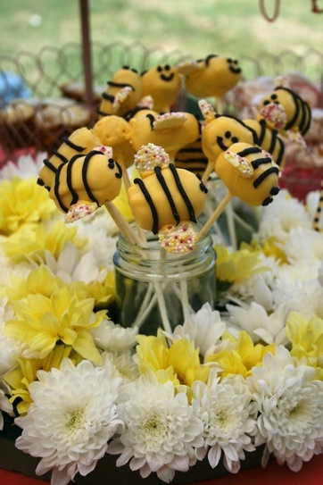 bumble bee cake pops!